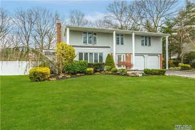 Hauppauge Single Family Home For Sale: 36 Bluff Cir