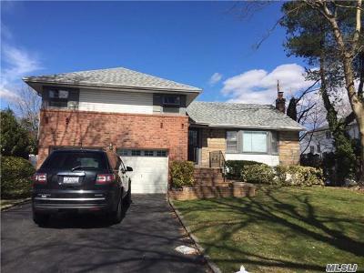Westbury Single Family Home For Sale: 60 Waterbury Ln