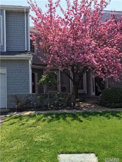 Hauppauge, Nesconset Condo/Townhouse For Sale: 74 Lakebridge Dr