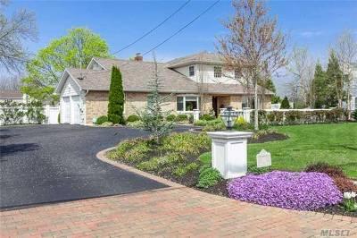 Bay Shore Single Family Home For Sale: 152 Awixa Ave
