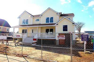 Lindenhurst Single Family Home For Sale: 709 S 7th St