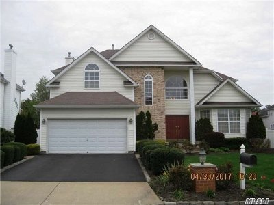 Holtsville Single Family Home For Sale: 9 Hickory Hill Dr