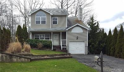 Smithtown Single Family Home For Sale: 56 George St