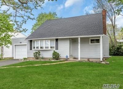 Garden City Single Family Home For Sale: 50 Commander Ave