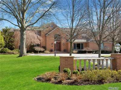 Syosset Single Family Home For Sale: 55 Belvedere Dr
