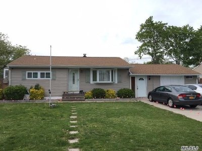 central Islip Single Family Home For Sale: 29 E Beech St