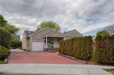 Valley Stream Single Family Home For Sale: 896 Bee St