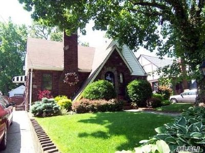 Lynbrook Single Family Home For Sale: 241 Lakeview Ave