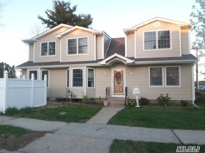 Hicksville Single Family Home For Sale: 33 Ferney St