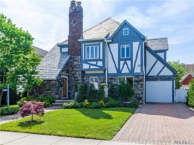 Hewlett Single Family Home For Sale: 1549 Hewlett Ave
