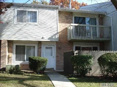 Holbrook Condo/Townhouse For Sale: 223 C Springmeadow Dr #C