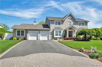 Commack Single Family Home For Sale: 20 Chardonnay Rd