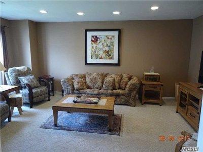 Holbrook Single Family Home For Sale: 210 E Fairfield Dr