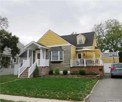 Hewlett Single Family Home For Sale: 375 Oak Dr
