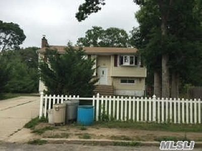 Brentwood NY Single Family Home For Sale: $229,000
