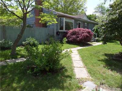 Sound Beach Single Family Home For Sale: 23 Great River Dr