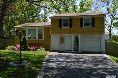 Farmingville Single Family Home For Sale: 32 Faculty Ln