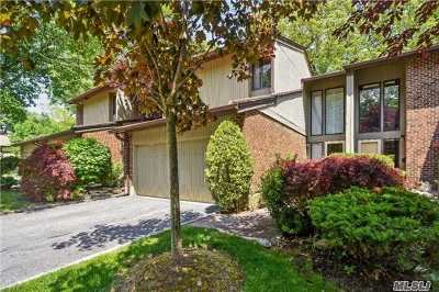 Jericho Condo/Townhouse For Sale: 205 Northwood Ct