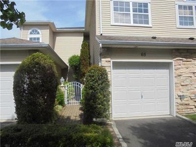 Hauppauge Condo/Townhouse For Sale: 65 Windwatch Dr