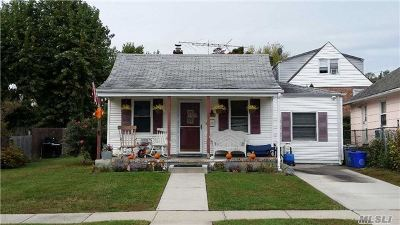 Port Washington Single Family Home For Sale: 25 Linwood South Rd