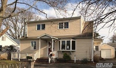 Bayport Single Family Home For Sale: 59 Bayview Ave