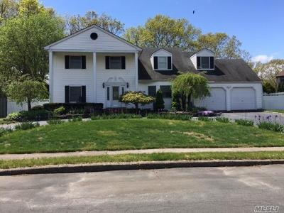 Sayville NY Single Family Home For Sale: $575,000