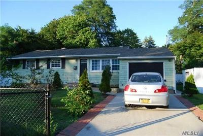 central Islip Single Family Home For Sale: 137 Applegate Dr