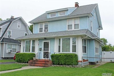 Lynbrook Single Family Home For Sale: 73 Oakland Ave