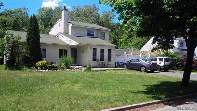 Medford Single Family Home For Sale: 10 Balsam Dr