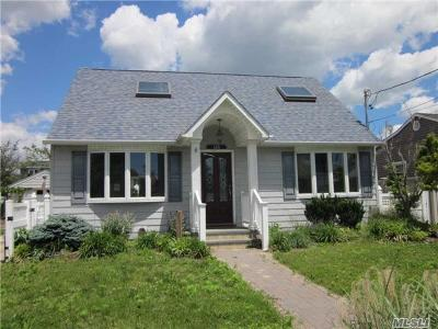 Oceanside Single Family Home For Sale: 148 Montgomery Ave