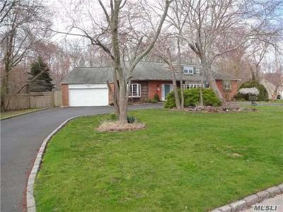 Bay Shore Single Family Home For Sale: 878 Manor Ln