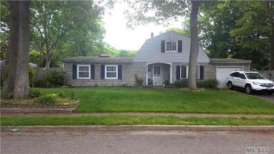 Farmingville Single Family Home For Sale: 11 Spurwoods Ln