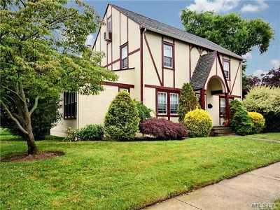 Rockville Centre Single Family Home For Sale: 84 Demott Ave