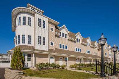 Freeport Condo/Townhouse For Sale: 10 Anchor St #8