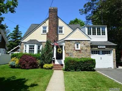 Malverne Single Family Home For Sale: 17 Derby Ct