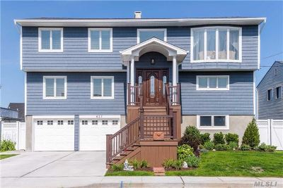 Freeport Single Family Home For Sale: 627 Nassau Ave
