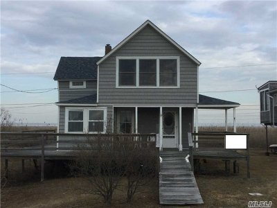 Babylon Single Family Home For Sale: 15 Cottage Walk