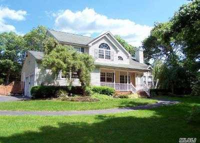 Farmingville Single Family Home For Sale: 30 Eva Ln