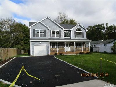 central Islip Single Family Home For Sale: 23 Sycamore St