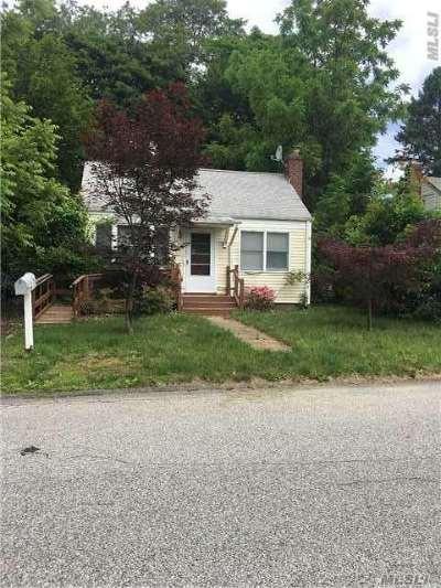 Huntington Single Family Home For Sale: 17 Ludlam St
