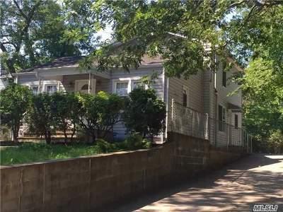 Farmingville Single Family Home For Sale: 9 Cedar Oaks Ave