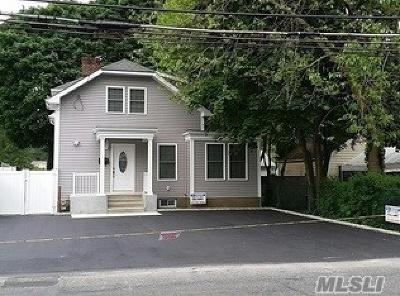 Ronkonkoma Single Family Home For Sale: 209 Ronkonkoma Ave