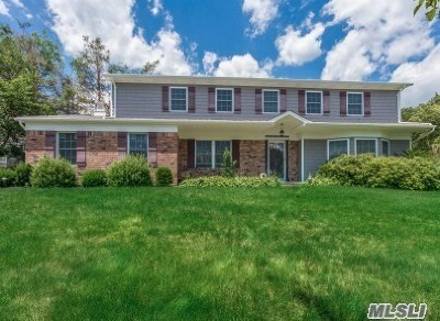 Smithtown Single Family Home For Sale: 4 Legend Ct