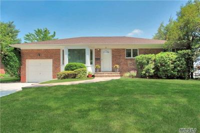 Jericho Single Family Home For Sale: 2 Forest Dr