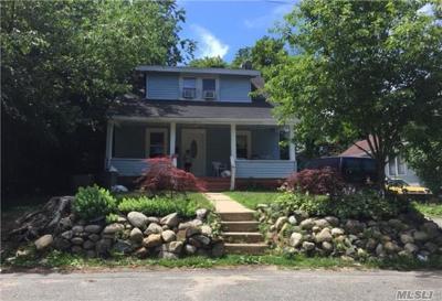 Huntington Single Family Home For Sale: 90 Folsom Ave