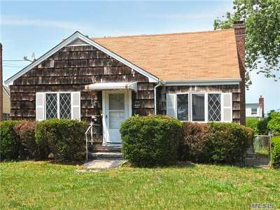 N. Bellmore Single Family Home For Sale: 112 McKinley Ave