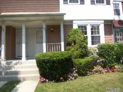 Farmingdale, Hicksville, Levittown, Massapequa, Massapequa Park, N. Massapequa, Plainview, Syosset, Westbury Condo/Townhouse For Sale: 102 Glen Way