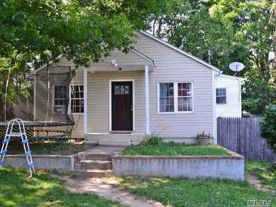 Huntington Single Family Home For Sale: 39 E 20th St