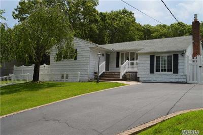 Farmingville Single Family Home For Sale: 122 Ridgewood Ave