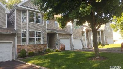 Hauppauge Condo/Townhouse For Sale: 13 Arielle Ct